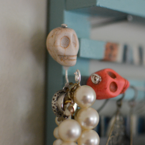 DIY Jewelry Organizer | Feed Your Skull